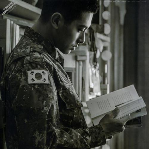 แฟชั่นทหารหนุ่ม