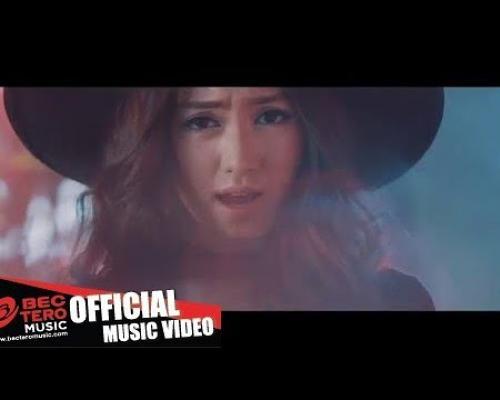 อย่าปล่อยให้เขาหลุดมือ (Official Music Video) - Nitaa