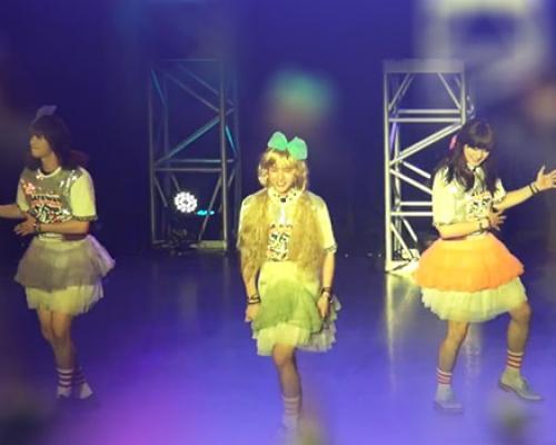 สามหนุ่มจาก C-Clown โชว์แดนซ์หญิงเพลงของ Orange Caramel!