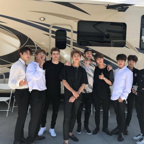 BTS ร่วมแสดงเพลง