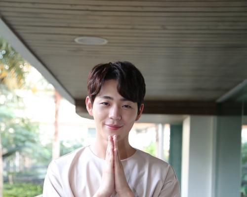 """""""ชิน แจฮา"""" แฮปปี้เที่ยวเมืองไทยครั้งแรกตะลุยกิน-เที่ยว  ปลื้มใจแฟนคลับต้อนรับอบอุ่น"""