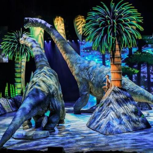 """เปิดโลกดึกดำบรรพ์ """"วอล์คกิ้ง วิธ ไดโนซอร์ส"""" โชว์ไดโนเสาร์ ใหญ่จริง สมจริง สุดอลังการ"""