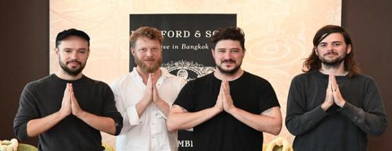 Mumford & Sons เดินทางถึงไทยแล้ว พร้อมเปิดคอนเสิร์ต21 พฤศจิกายนนี้ ที่ จีเอ็มเอ็ม ไลฟ์ เฮาส์
