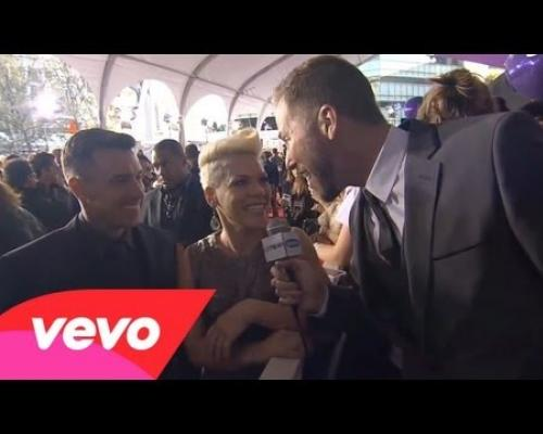P!nk - Red Carpet Interview - AMA 2012